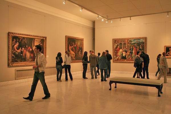 Record de peste 10.000 de vizitatori / muzeu la Noaptea Muzeelor
