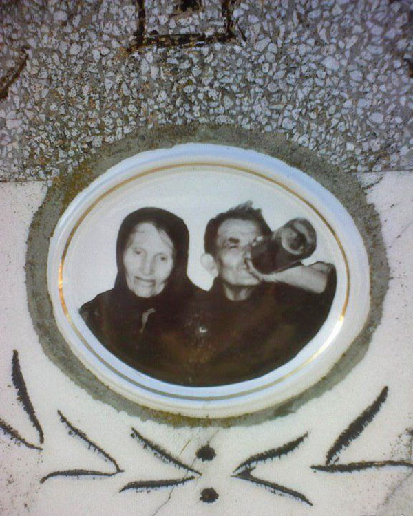 Poza zilei în cimitir