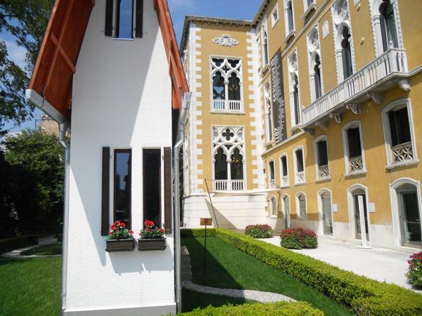"""Erwin Wurm, """"Narrow House"""" @ 54th Biennale di Venezia, Palazzo Cavalli Franchetti: Superstress"""