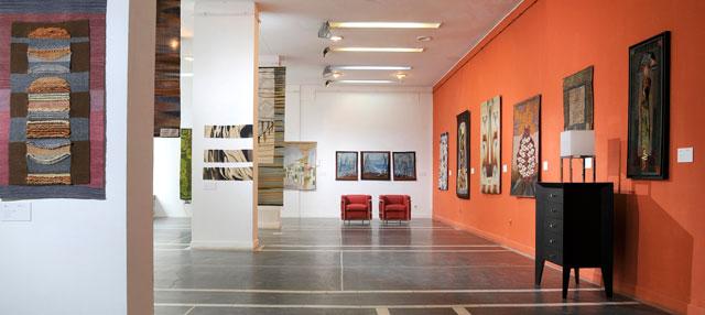 Imagini din expoziția MIX Parietal/ Ambiental și lucrările artiștilor premiați / nominalizați