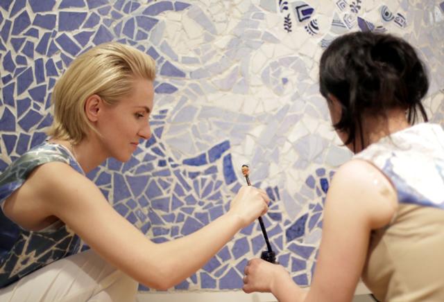 UNVEILED 6 a dezvăluit creaţiile tinerilor designeri români pentru primăvară-vară 2012