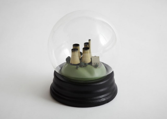 No Globes: A Smog-Filled Snow Globe that Highlights Climate Change