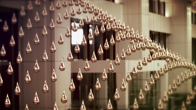 Kinetic Rain: 1,216 Computationally Controlled Bronze Raindrops at Changi Airport in Singapore