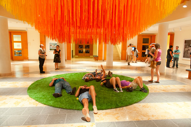 A Sun of Thread: 84 Miles of String Suspended at Minneapolis Institute of Arts by HOT TEA