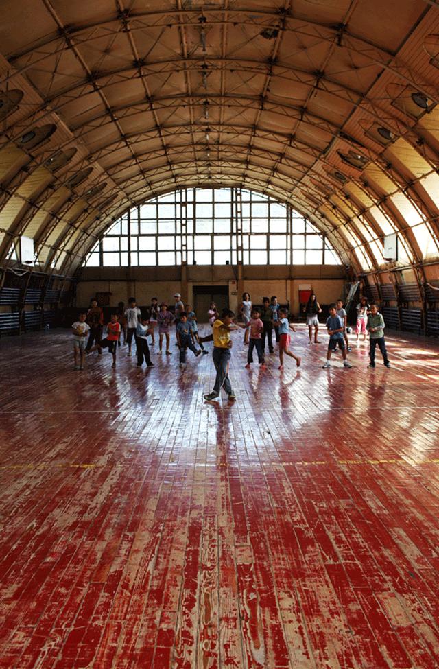 Școala de Vară Azuga, proiect-pilot de educație prin artă și intervenție culturală adresat copiilor din Azuga