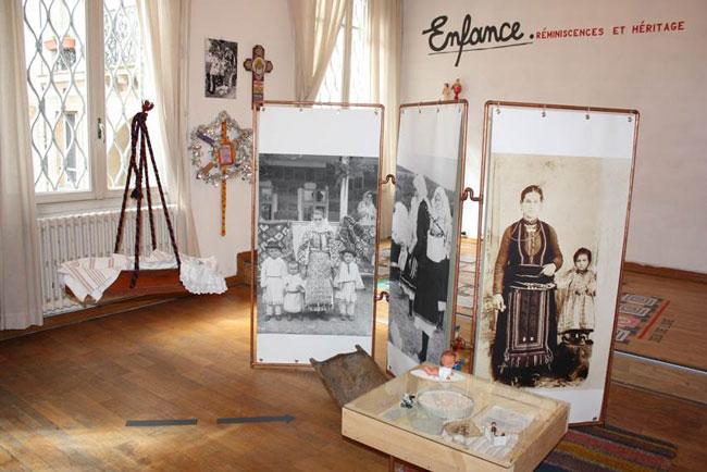 """Expoziția """"Childhood. Remains and heritage"""" la Institutul Cultural Român de la Paris"""