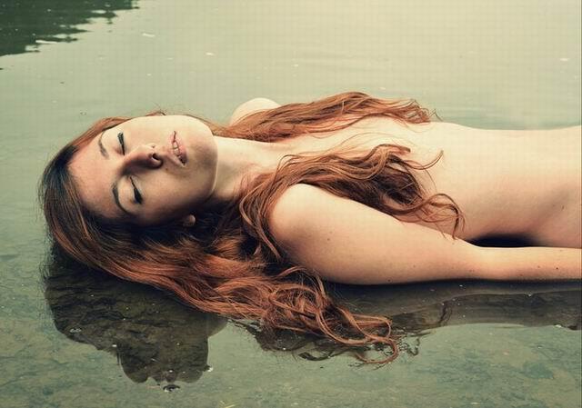 Alexandra Jitariuc – Variații pe linia femininului