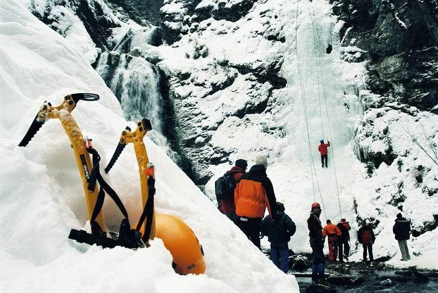 Escaladă pe gheaţă la Răchiţele