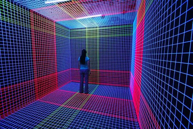 Three-Dimensional UV Thread Installations by Jeongmoon Choi