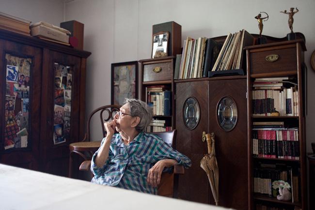 Geta Brătescu în Camera de Oaspeți la MNAC
