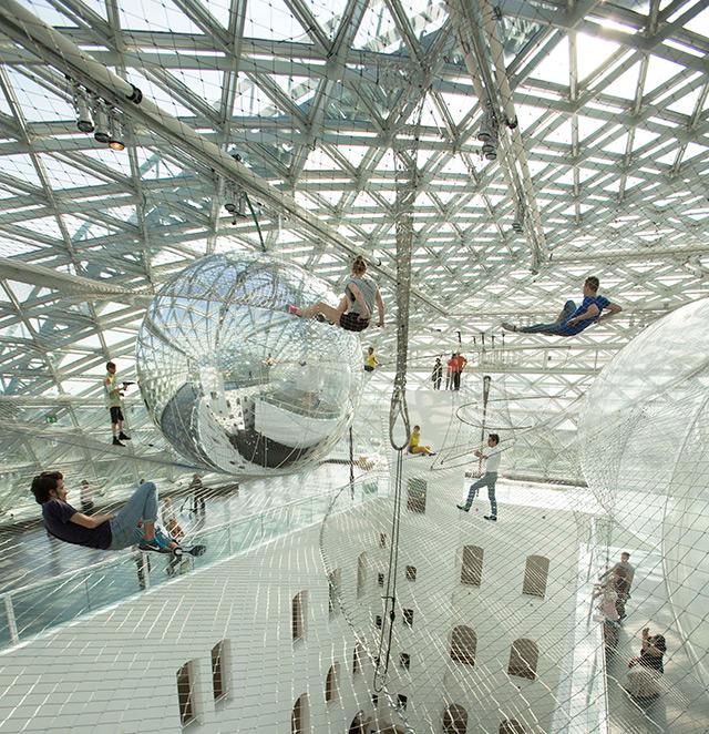 """In orbit"", Tomás Saraceno's gigantic installation @ K21 Staendehaus"