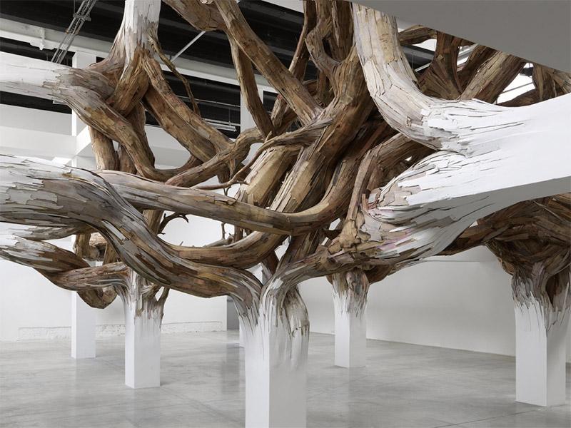 Henrique Oliveira plays with Palais de Tokyo's architecture