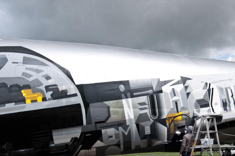 hangfire-painted-plane-designboom-03