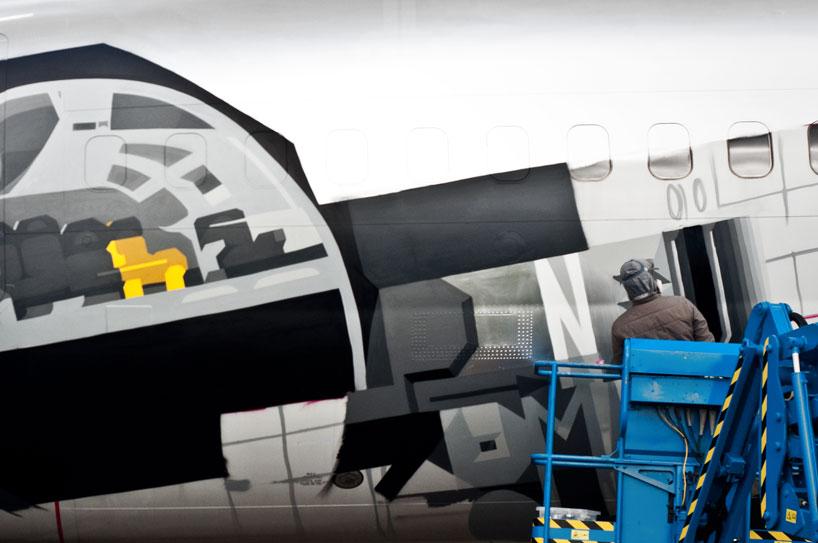 hangfire-painted-plane-designboom-06