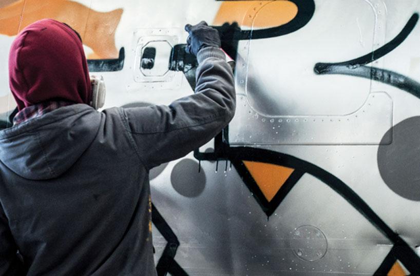 hangfire-painted-plane-designboom-11