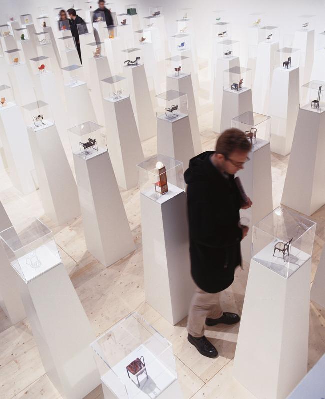 """Expoziția """"100 de miniaturi"""" sosește la București"""