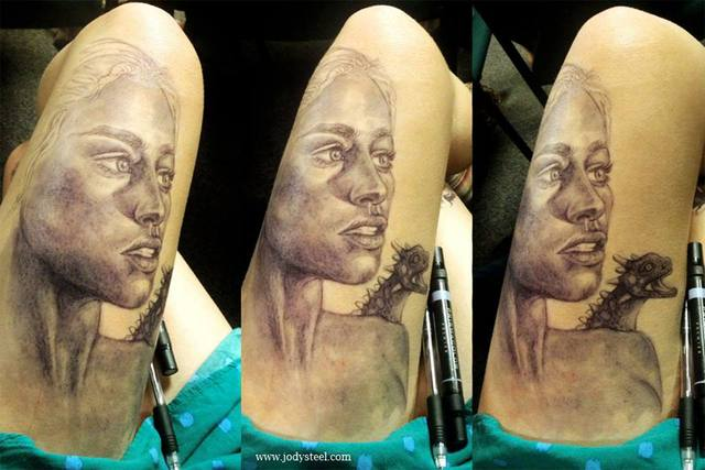 Artist Draws Detailed Portraits of Celebrities & Characters on Her Thigh