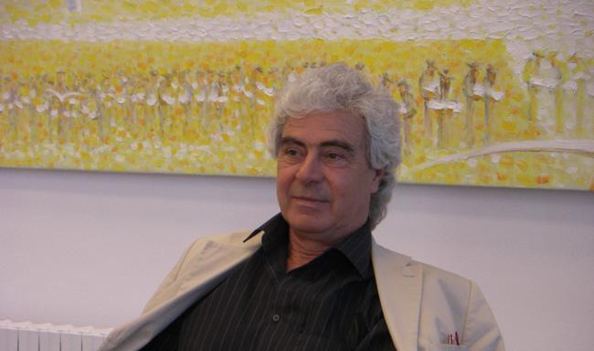 Pictorul-Emil-Ciocoiu-in-expozitia-sa,-la-Bucurest