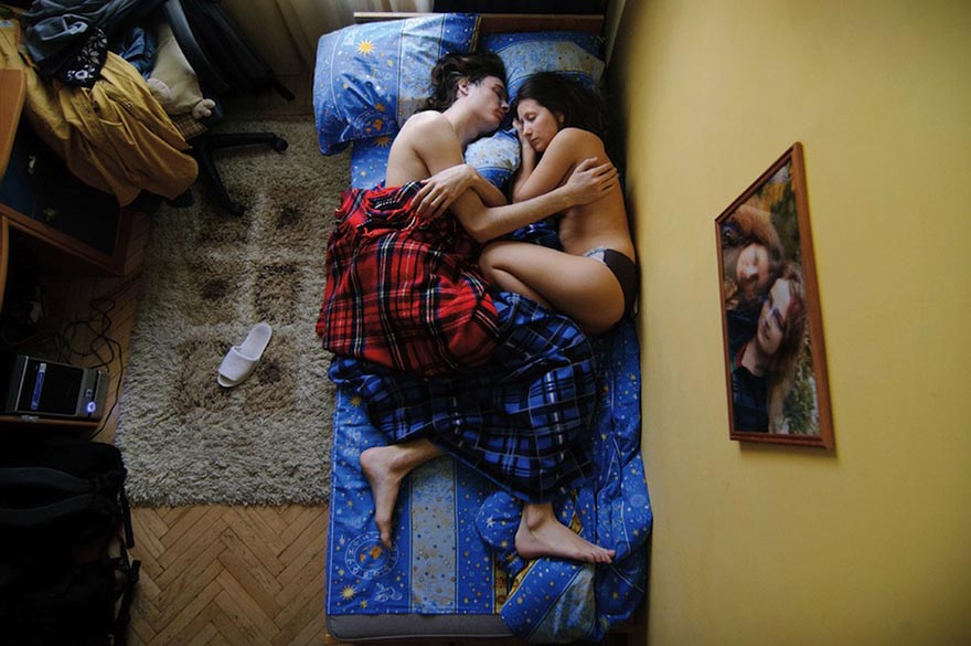 Intimate Portraits of Sleeping Pregnant Couples by Russian Photographer Jana Romanova