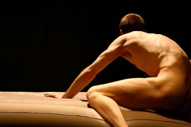 """Spectacolul """"Dance a playful body"""" creat de Andreea Novac @ Centrul Național al Dansului București"""
