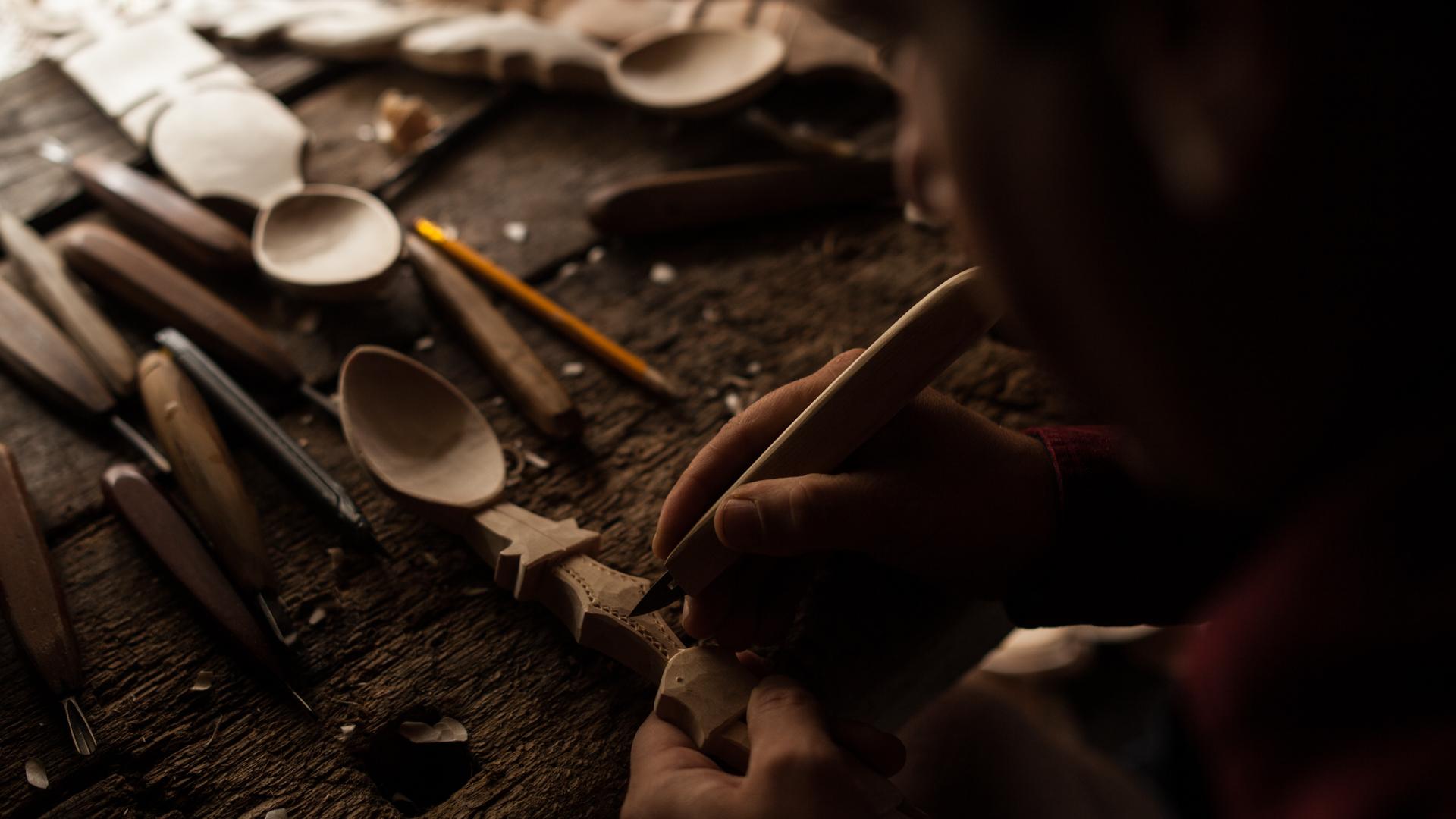 """Fascinaţia Meşteşugului prezintă documentarul """"Lingurarul – Mark Tudose"""""""