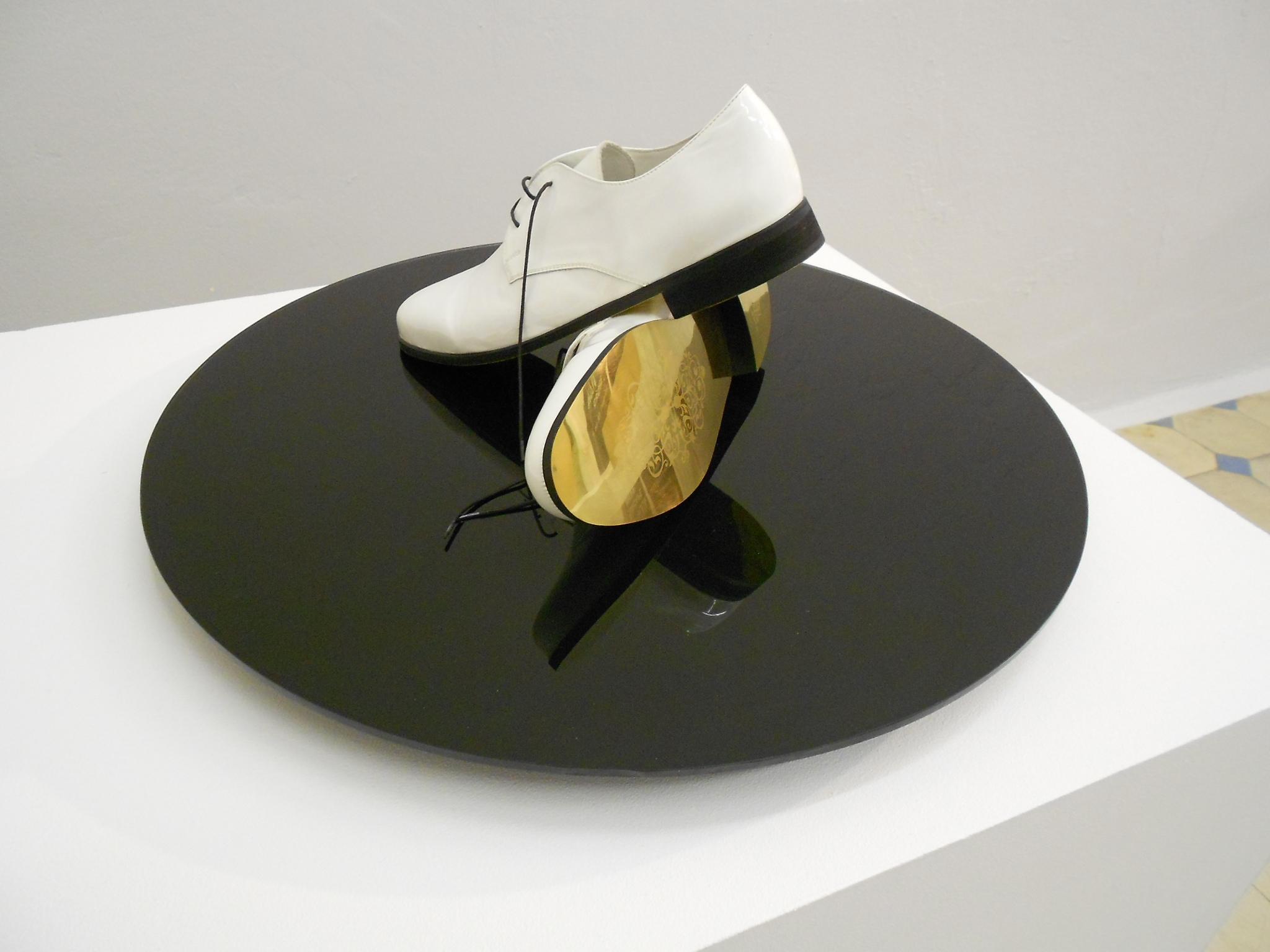 8. Radu Cioca - ÔÇťGolden shoes for golden routesÔÇŁ (installation)