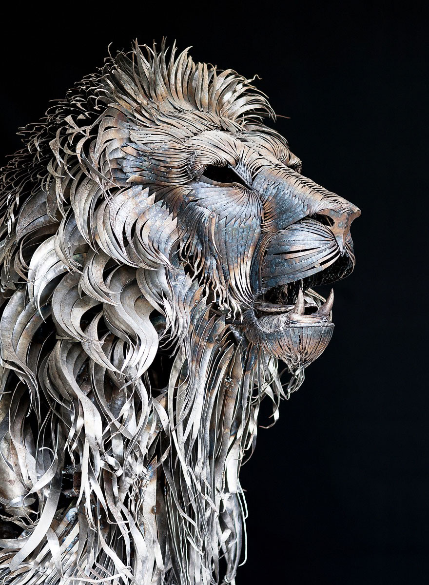 Lion Sculpture Made Of 4,000 Pieces Of Hammered Scrap Metal by Selçuk Yılmaz