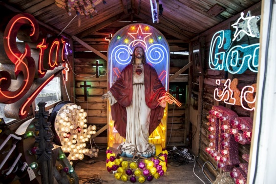 God's Own Junkyard: The World's Largest Collection Of Neon Signs And Artwork