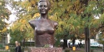 Bustul Arethei Tătărescu din Târgu-Jiu va fi înlocuit; motivul: are sânii prea mari