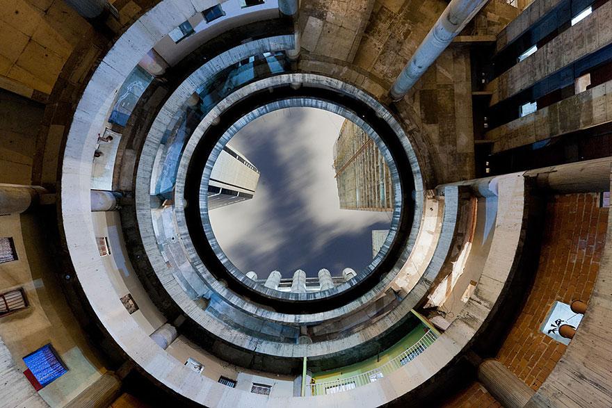 tower-of-david-caracas-abandoned-skyscraper-iwan-baan-7