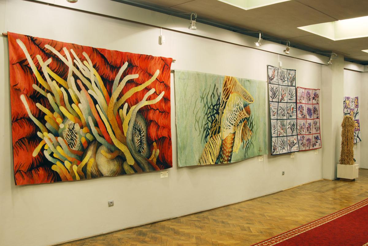 """Expoziţia de tapiserie """"Bărbaţi la război"""" @ Muzeului Judeţean de Artă «Centrul Artistic Baia Mare»"""