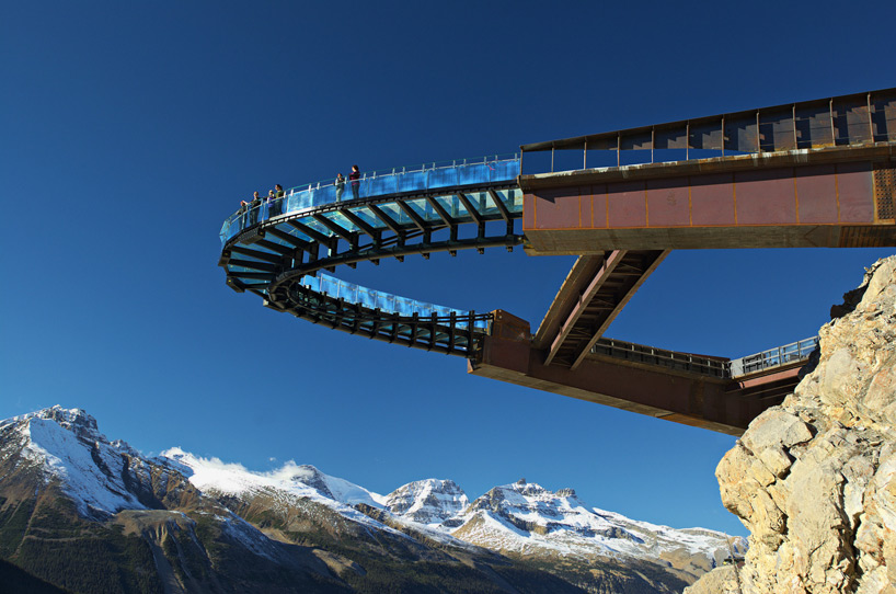 Glacier Skywalk extends over Canada's Jasper National Park