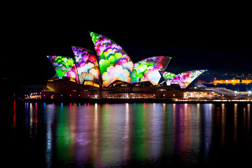 Light Transforms Sydney's Buildings Into Stunning Works Of Art For 'Vivid Sydney' Festival