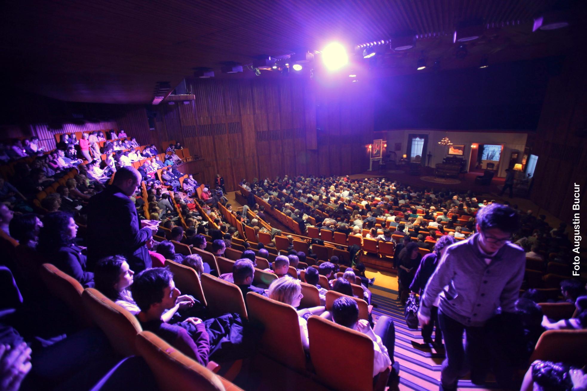 """Stagiunea 2013-2014 a Teatrului Naţional """"I.L.Caragiale""""  din Bucureşti la gongul final"""