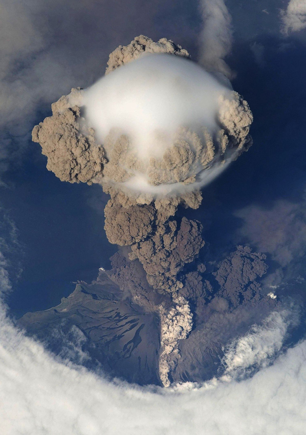 Eruption of Sarychev Volcano