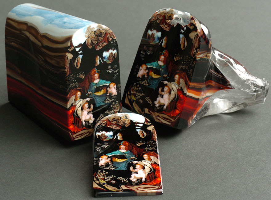 Artist Creates Glass Loaves That Can Be Sliced Into Beautiful Portraits Like Bread