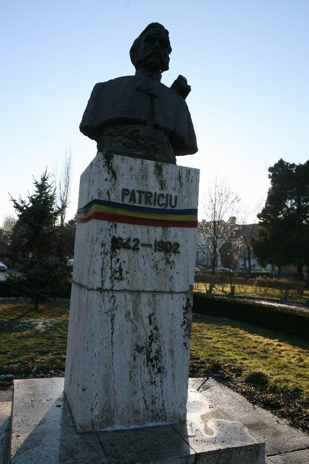 statuia patriciu - reghin  of LM__0003