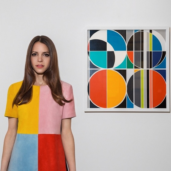 Pari Ehsan Thoughtfully Pairs Chic Outfits With Contemporary Art