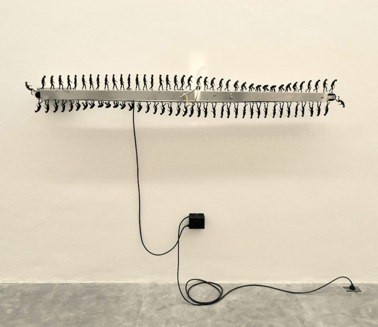 'Involucion Primate', A Kinetic Sculpture That Depicts Humans Evolving and Devolving in an Endless Loop