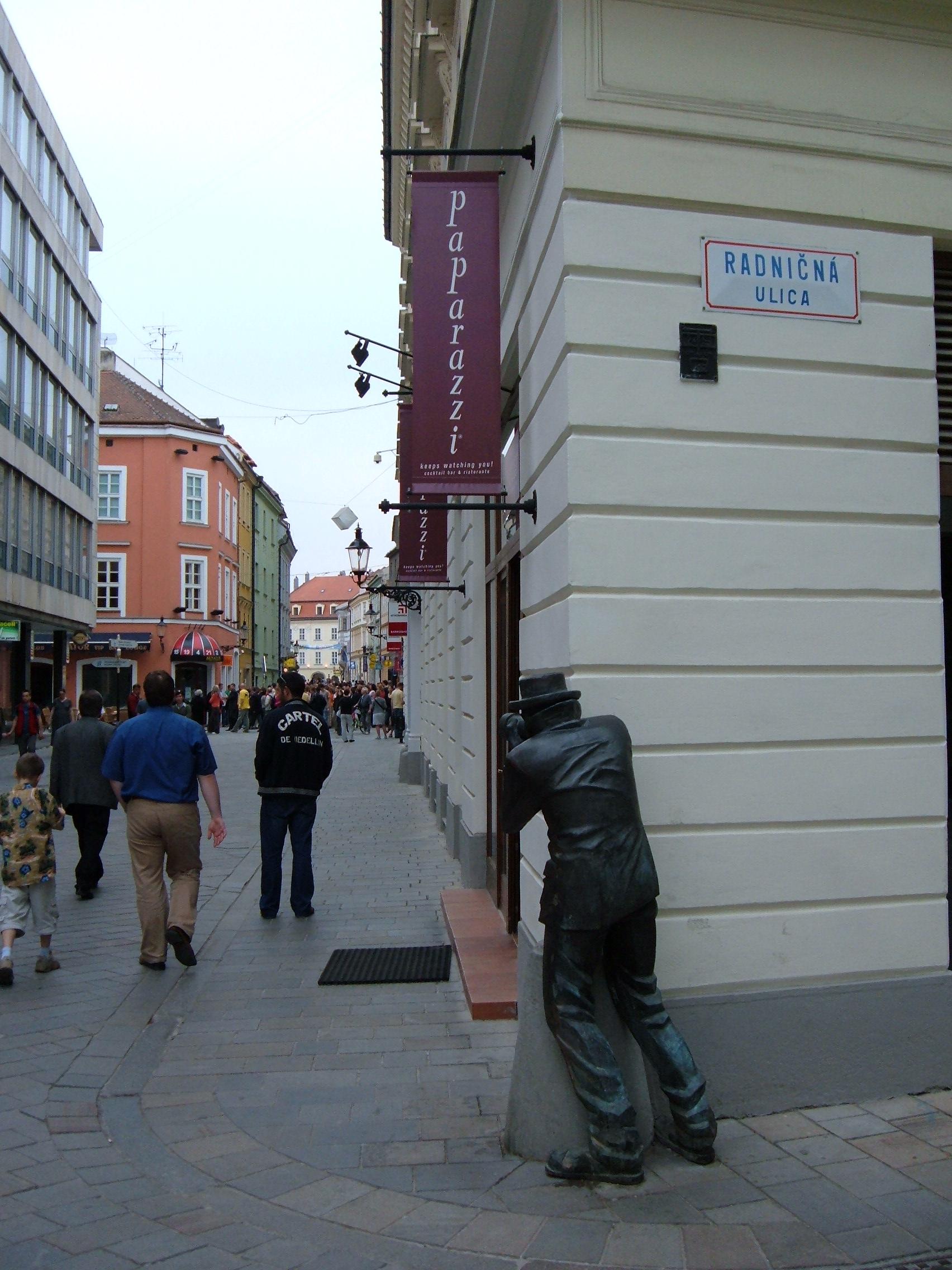 21 Indiscretul paparazzi din Bratislava