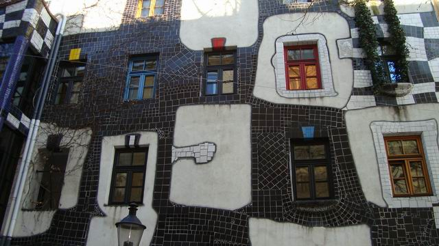 Resize of 11 Fatada picturala a unei case Hundertwasser