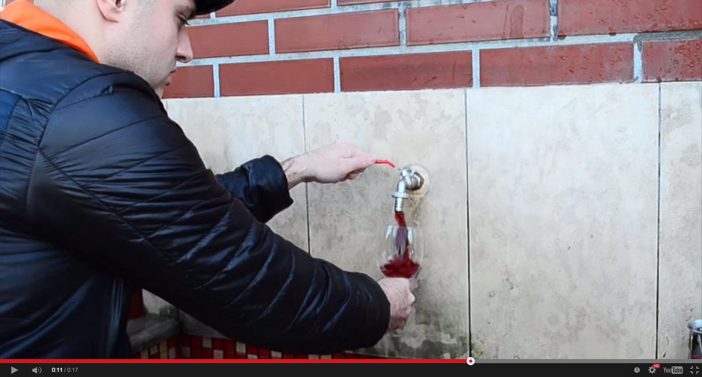 Cum s-a transformat apa-n vin de Crăciun