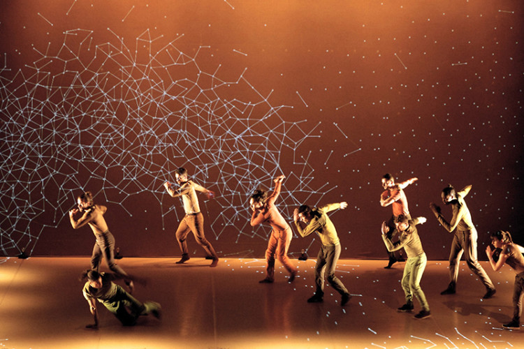 'Pixel', Dancers Interact With Digital Environments in a Mesmerizing Multimedia Performance