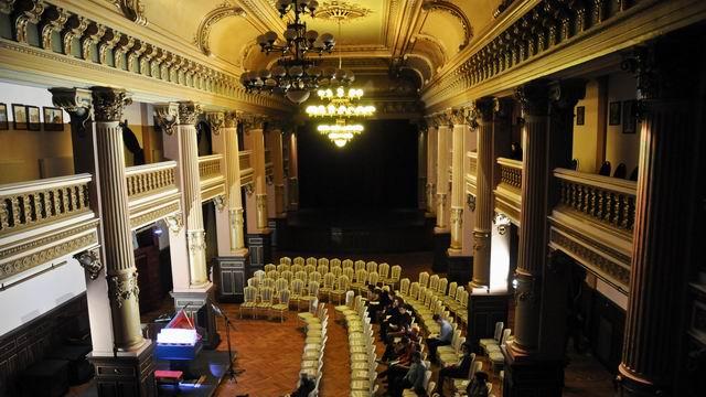 Viola organista imaginata de Leonardo da Vinci , in concert de Sławomir Zubrzycki