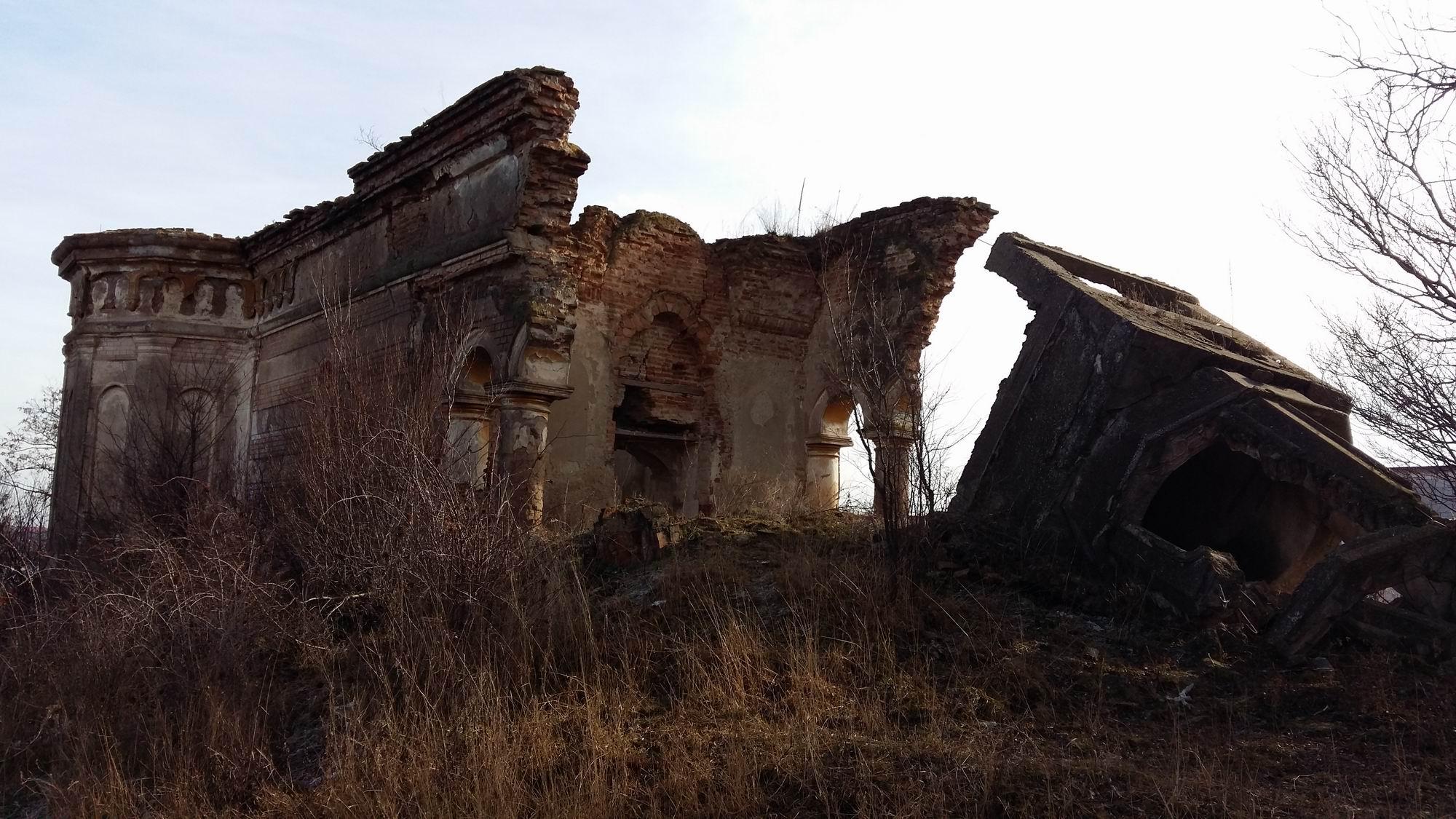 biserica ruina frunzanesti LM 001