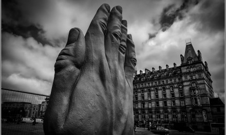 Sculptură monumentală în mișcare: de la Liverpool la Baia Mare