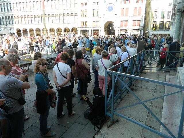 resize-of-coada-la-intrarea-in-basilica-san-marco