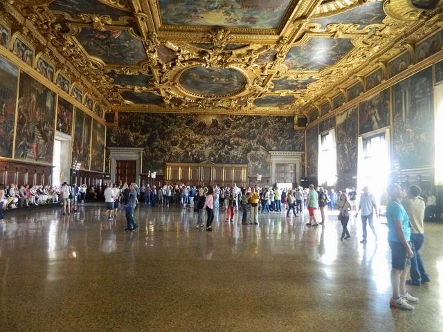 resize-of-pictura-lui-tintoretto-cu-cele-mai-multe-personaje-din-sala-mare-a-palatului-dogilor