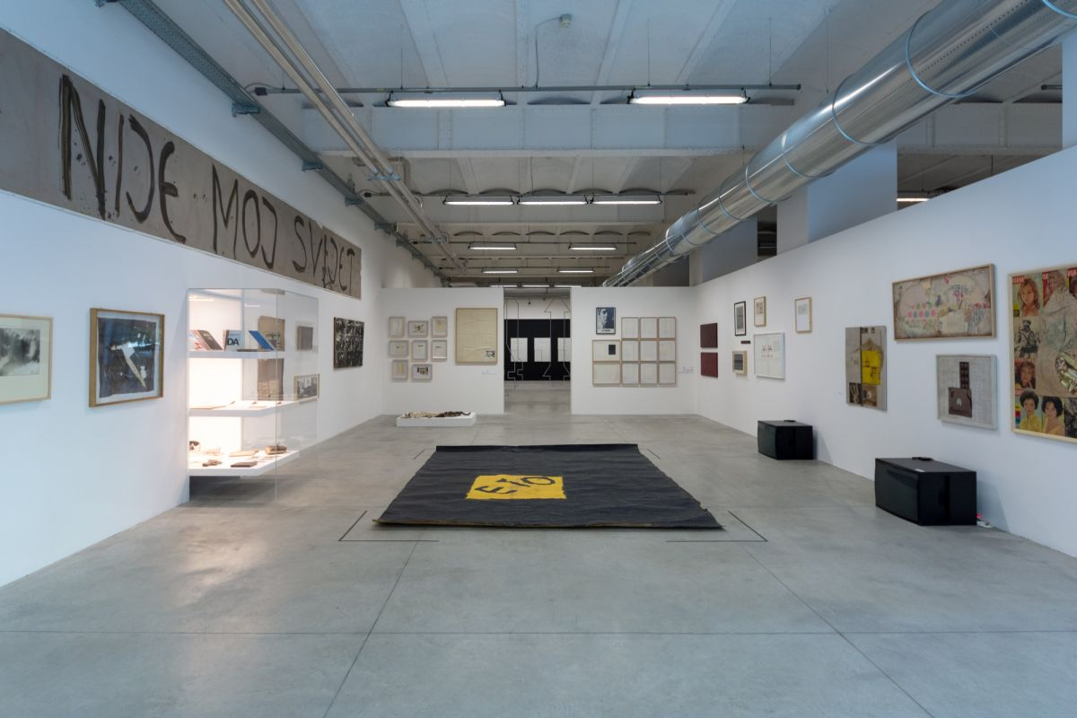 installation-view-non-aligned-modernity-exhibition-photos-by-andrej-sapric-3