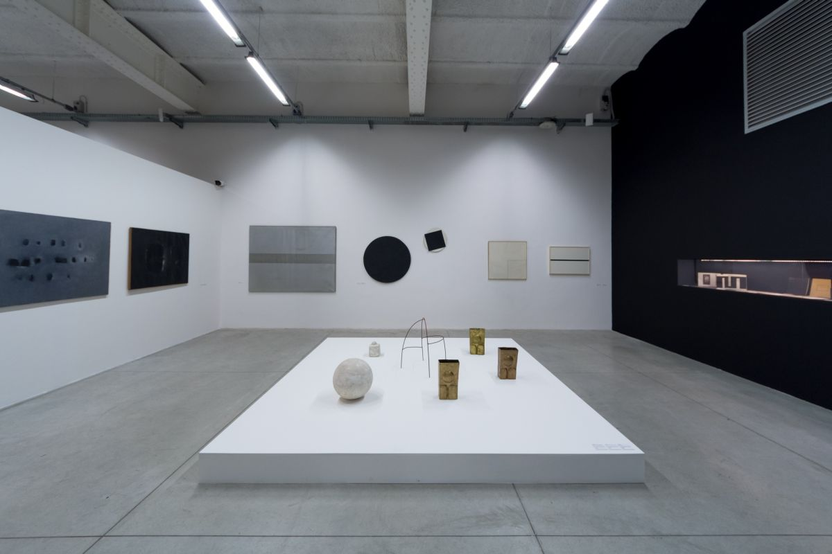installation-view-non-aligned-modernity-exhibition-photos-by-andrej-sapric-49